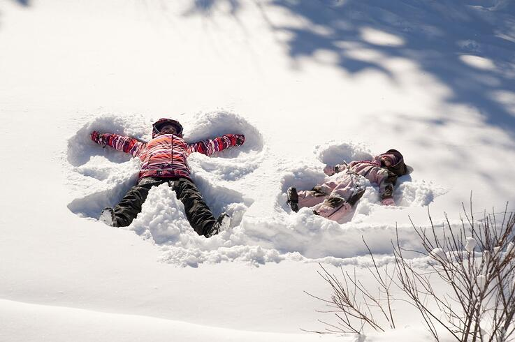 http://www.picturesofbabies.net/wp-content/uploads/2015/01/snow-angels.jpg